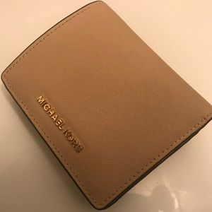277381dc7b7d3 Michael Kors XS Ava Michael Kors Jet Set card wallet ...